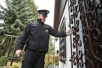MÁTE SVÉ CHATY DOBŘE ZABEZPEČENÉ? To kontrolují policisté z úštěckého obvodního oddělení.