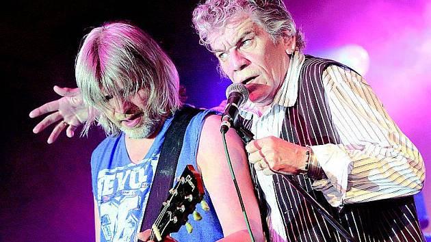 Účast na hudebním festivalu pod Řípem přislíbila i slavná rocková kapela Nazareth.