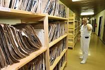 PRIMÁŘ oddělení radiologie a zobrazovacích metod Vladimír Šild ukázal Deníku přístroje, napojené na PACS.