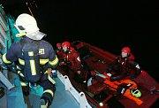 Ve čtvrtek večer proběhlo taktické cvičení profesionálních hasičů z Litoměřic, Lovosic a dobrovolné jednotky z Litoměřic nalodi Cargo Gallery.