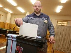 Ve vazební věznici v Litoměřicích vyrazili hned po čtrnácté hodině odsouzení k volební urně.
