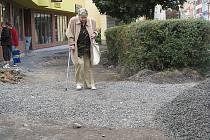 VÝKOPY V CENTRU města ovlivňují především chodce.