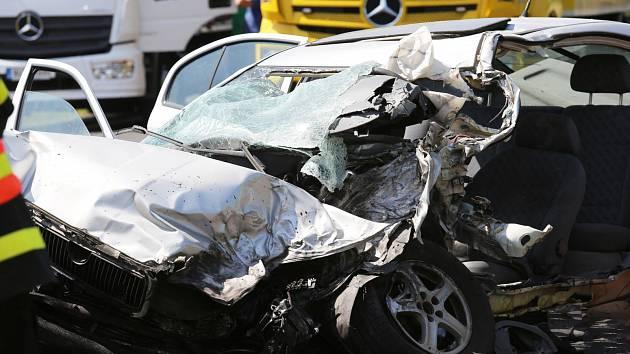 Tragická nehoda na silnici I/15 u Třebenic
