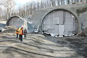 Hloubení dálničního tunelu mezi Lovosicemi a Řehlovicemi.