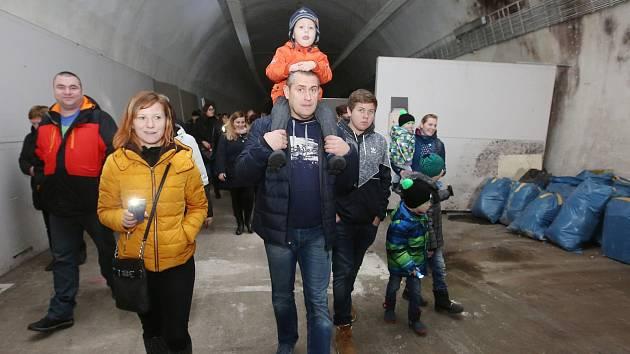 Pochod Cesta do hlubin železničářské duše aneb Tunelem od nádraží k nádraží.