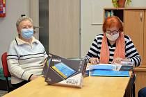 Osamělí senioři v Ústeckém kraji dostali tablety a internet zdarma.