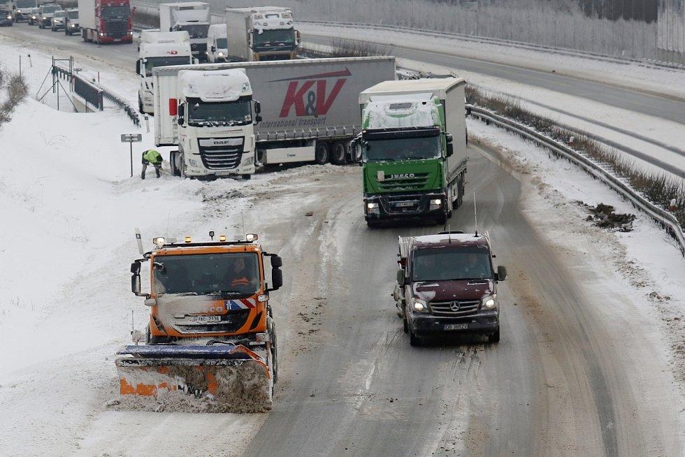 Nehoda kamionu na dálnici D8 u Vchynic
