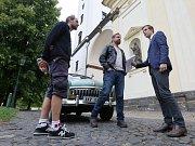 Natáčení kriminálního seriálu Polda 2 před katedrálou sv. Štěpána na Dómském náměstí v Litoměřicích. Na place se objevili svérázný kriminalista v podání Davida Matáska a jeho seriálový kolega Igor Ozorovič.