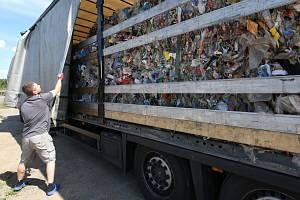 Prohřešků proti životnímu prostředí je v kraji celá řada. Známé jsou případy dovážení nelegálního odpadu z Německa nebo například nepovolené nakládání s odpady ze zdravotnictví. Ilustrační foto