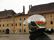 Vichřice zničila také střechu historických Žižkových kasáren v Terezíně.