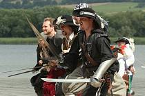 Dobývání jezera Chmelař piráty v Úštěku.