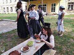 Steampunkový a viktoriánský piknik na vrbičanském zámku