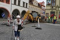 Při výkopových pracích byly na náměstí v Litoměřicích nalezeny hroby a zbytky sídliště z 10. století