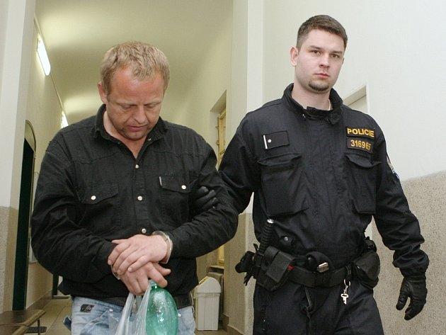 VE STŘEDU 28.5.2014 u soudu. Soudkyně na Oldřicha Pechánka uvalila vazbu.