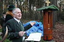 Myslivecké sdružení Kalich uspořádalo v sobotu naháňku, která byla zakončena slavnostním odhalením zrekonstruované kapličky v lokalitě Hvězda nad Třebušínem.