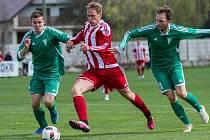 Fotbalová divize B: Brozany (v pruhovaném) - Rakovník 1:2.