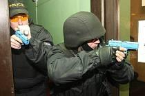 V budově bývalého kina v Třebenicích proběhlo ve středu cvičení policistů z litoměřického regionu proti nebezpečnému střelci.