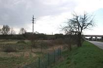 MÍSTA hromadných hrobů. Lovosice ve směru na Sulejovice.