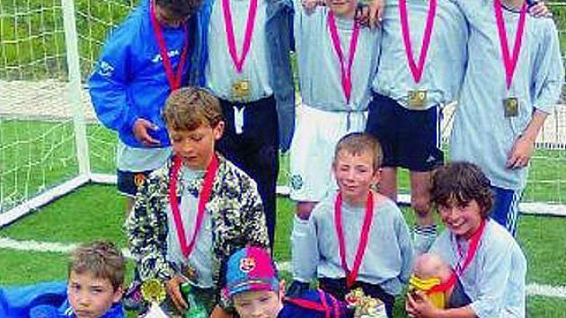 POSTUP. Prvenství v mladší kategorii 2. – 3. tříd vybojovali hráči pořádající ZŠ Jungmannova Roudnice. Zahrají si tak v krajském finále.
