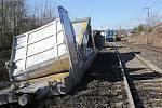 Odklízecí práce po nehodě dvou vlaků u Žalhostic