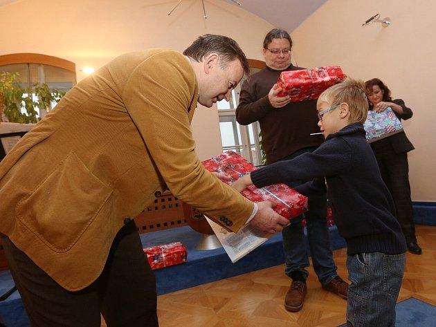 Děti z Klokánku dostaly první dárky