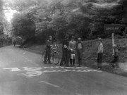 ODPOR V ZAHOŘANECH. Žáci místní školy psali protiokupační a produbčekovské nápisy na silnici i na hranici obce.