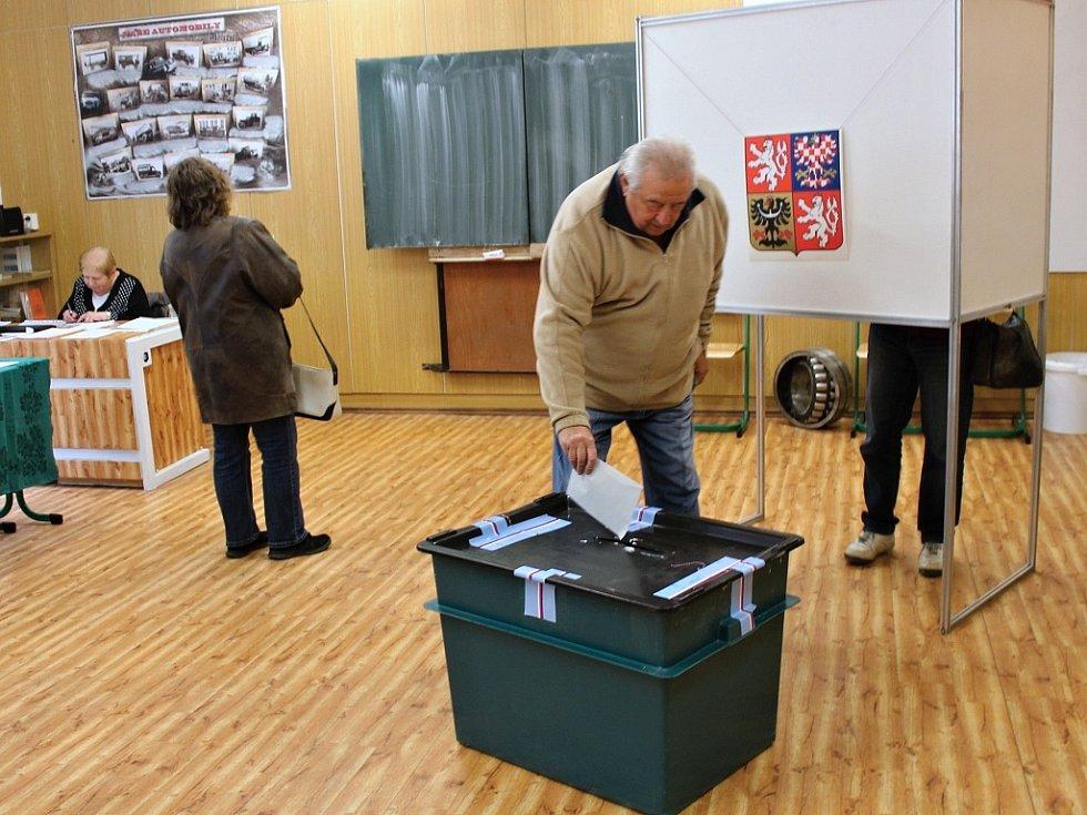 Volby v jednom z největších volebních okrsků Roudnice nad Labem - č. 9, Vyšší a střední odborná škola, Špindlerova třída 690