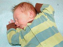 Janě a Josefovi Fuxovým z Lovosic se 27. října v 5.13 hodin narodil v Litoměřicích syn Antonín Fux. Měřil 51 cm a vážil 3,18 kg.