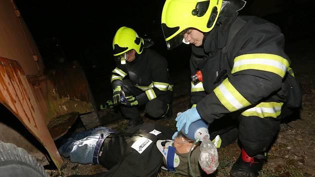 Prověřovací hasičské cvičení s zaklíněným člověkem