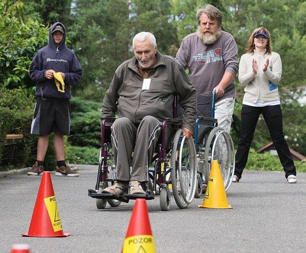 Sportovní hry v Domově důchodců v Libochovicích.