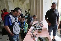 Modeláři vystavovali na zámku v Ploskovicích.