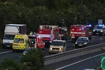 Nehoda dvou aut se odehrála v sobotu 8. června kolem 21. hodiny na dálnici D8 u Lukavce na Lovosicku.