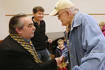 Pavel Kříž a Dušan Klein si s litoměřickými seniory povídali nejen o Básnících