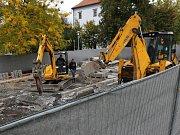 """Likvidace špatně uděláné kašny na """"zeleném"""" náměstí v Lovosicích"""