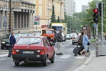 Dopravní situace v ulici Na Valech v pátek 5. 6. odpoledne.