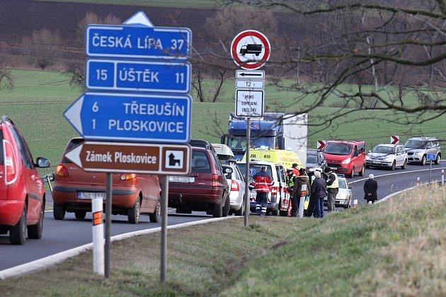 Nehoda na odbočce na Ploskovice. Archivní foto