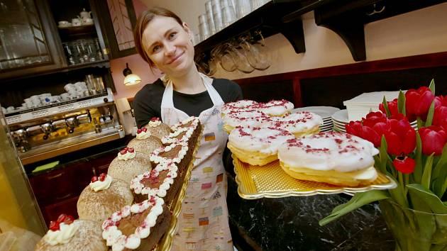 Roudnická cukrárna Dortletka připravila na svatého Valentýna pro zamilované samé dobroty