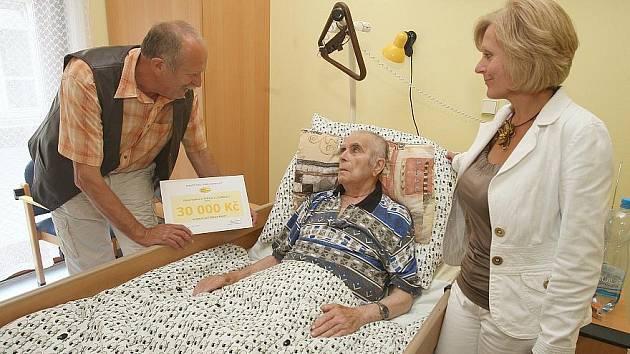 ŠEK v hodnotě 30 tisíc korun na nákup léků pro těžce nemocné klienty věnoval  Hospici sv. Štěpána Litoměřice Nadační fond Umění doprovázet.
