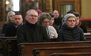Mši svatou s udílením popelce sloužil Mons. Jan Baxant, biskup litoměřický, na Popeleční středu ráno v katedrále sv. Štěpána v Litoměřicích.