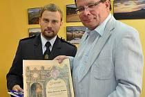 Senátor Alexandr Vondra byl jmenován čestným členem Sboru dobrovolných hasičů v Třebenicích.