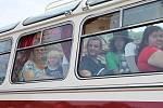 Sympatického uličníka Tomáše v dětském filmu Věry Plívové-Šimkové Páni kluci Michala Dymka a baviče a herce Václava Koptu si mohli užít o víkendu cestující při jízdě historickým autobusem RTO z Úštěku do Zubrnic.