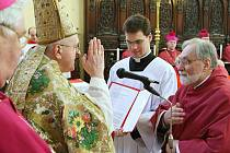 V katedrále sv. Štěpána bylo slavnostně uvedeno do funkce deset nově jmenovaných kanovníků místní kapituly.