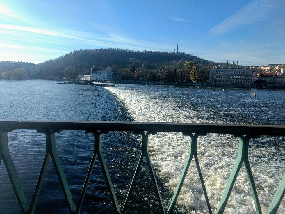 Vltava u Karlova mostu.