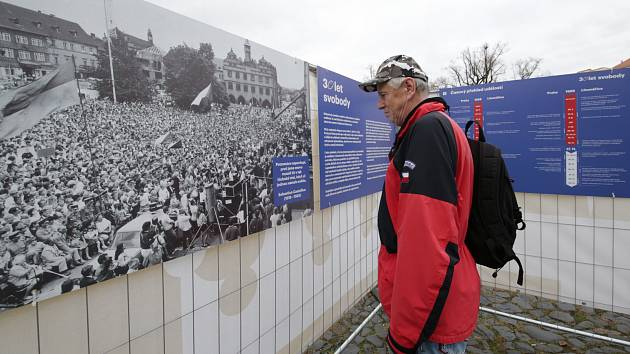 Na litoměřickém náměstí vznikla výstava autentických fotografií z událostí kolem sametové revoluce