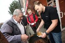 Vaření tradiční maďarské kapustnice a guláše pro dobrou věc.