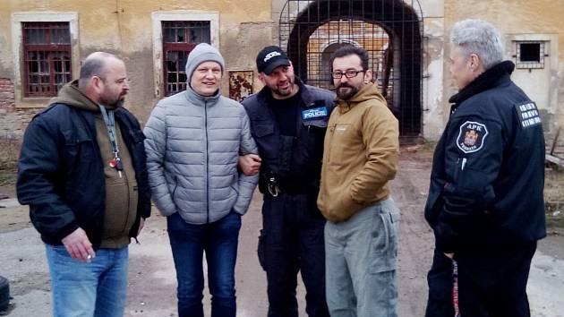 Známý herec Ondřej Vetchý chce pomoci Terezínu s chátrajícími Žižkovými kasárnami