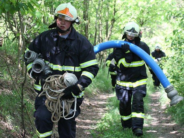Tradiční osmiboj prověřil zdatnost dobrovolných hasičů.