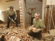 Vězni z litoměřické věznice pomáhali při opravách v KS Lovoš.