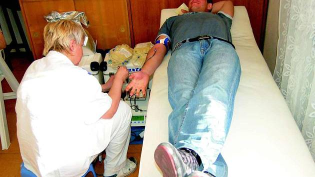 Zřejmě naposledy přišli v pátek darovat krev lidé ve Vrbici . Pokud budou chtít ještě být dárci, budou muset nejspíše do Roudnice nad Labem