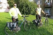 Policisté se v ulicích objeví na kolech v nových dresech.